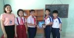 Liên Đội tặng góc học tập cho học sinh nghèo