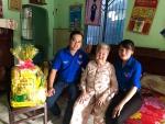 """Hoạt động """"Uống nước nhớ nguồn"""" thăm và tặng quà cho Mẹ Việt Nam anh hùng và gia đình chính sách trên địa bàn phường 1"""
