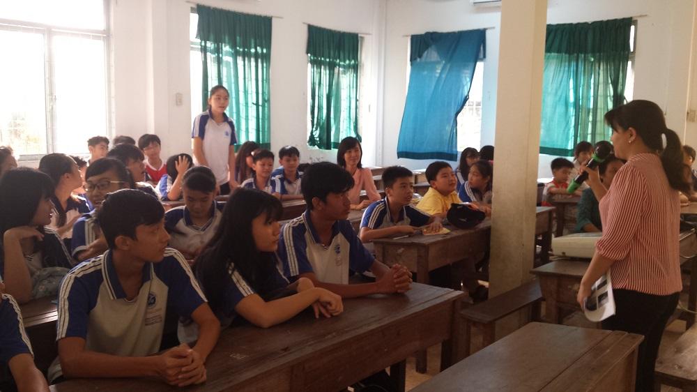 Câu lạc bộ Lí - Hóa - Sinh tổ chức buổi sinh hoạt lần thứ hai